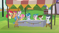 Skeedaddle teaches campers about haikus S7E21