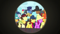 Spectator ponies laughing at Trouble Shoes S5E6