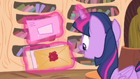 Twilight levitating mails S4E11