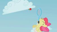 Apple Bloom pulando pela maçã T1E12