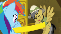 Daring Do -didn't count on how heavy this ring would be- S4E04