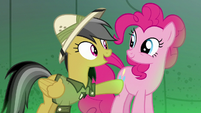 Daring Do thanking Pinkie Pie S7E18