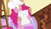 Pinkie puts the scroll on her face S5E19