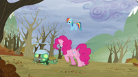 Pinkie se acerca a Tanque EDdT