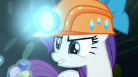 Rarity levitates the gems S6E5