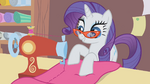 Rarity sewing her dress S01E14