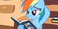 S02E18 Rainbow Dash z książką