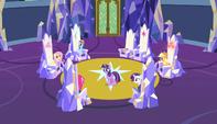 Twilight paces around the throne room S5E1