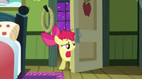 Apple Bloom at the door S3E08