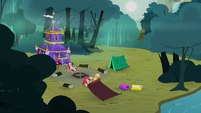 Applejack and Apple Bloom rolling their tent S3E06