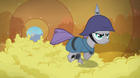Maud races through applesauce tunnel S4E18