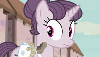 Muffin chunk flies next to Sugar Belle S5E1