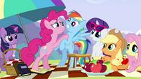 Pinkie Pie frightening Rainbow S3E7