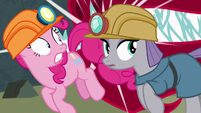 Pinkie and Maud barely avoid eel teeth S7E4
