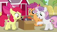 Sweetie Belle presents a box of costumes S7E8