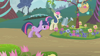 Sweetie Drops watering flowers S1E10