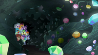 Twilight and students peek into the cave S8E17