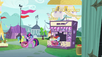 Twilight waves goodbye to news stand pony S7E14