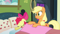 Applejack making a scrunchy face S3E08