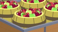 Barrels of apples in Big McIntosh's cart S7E8