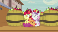 Cutie Mark Crusaders pretending to be apples S7E8
