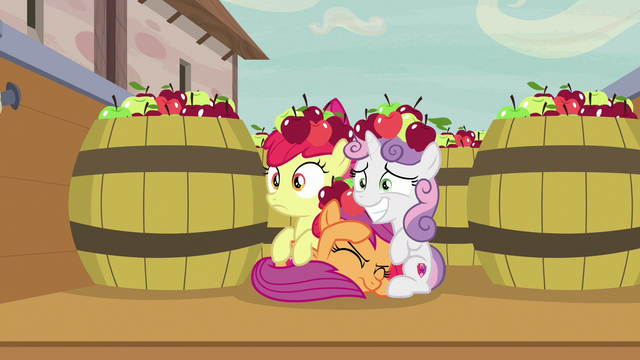File:Cutie Mark Crusaders pretending to be apples S7E8.png