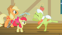 Granny Smith re-enacting herself as a filly S2E06