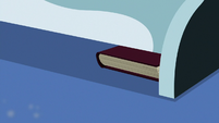 Library book slides under Twilight's bed S9E5