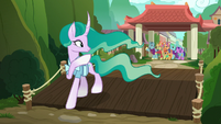 Mistmane waving goodbye to friends and family S7E16