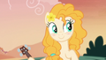 Pear Butter blushing adorably S7E13.png