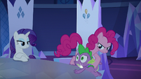 Pinkie Changeling knocks Spike against the table S6E25