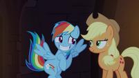 Rainbow Dash com um sorriso envergonhado T4E03
