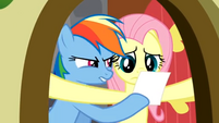 Rainbow Dash showing the photo S2E21