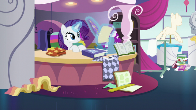 File:Rarity continues to sketch without a care S7E6.png