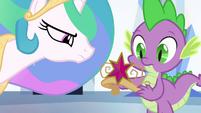 Spike segurando o Elemento da Mágica falso EG