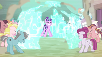 Starlight hace retroceder a los ponis con la barrera EMC-P2