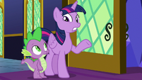 Twilight and Spike looking confused S8E8