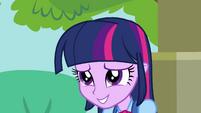 Twilight sorri nervosamente EG