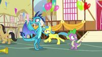 Cherry Fizzy and Lemon Hearts running away S7E15