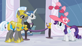 Fancypants helps Rarity S2E9.png