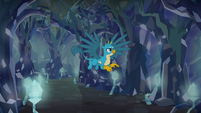 Gallus flying back to the entrance S8E22
