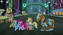 Main ponies and Pillars exploring in Manehattan S7E26