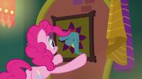 Pinkie Pie hanging up elephant portrait S6E12