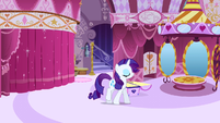 Rarity walking S1E19