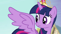 Twilight looks at her wings S4E01
