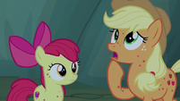 "Applejack ""never seen 'em this far east"" S7E16"