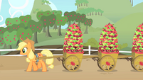 Applejack hauling apples S01E25