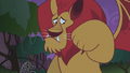 Manticore looking at its paw S1E02.png