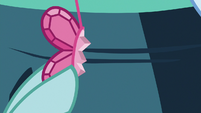 Ocellus holding Element of Kindness piece S9E3