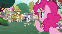 Pinkie Pie booing Applejack S7E9